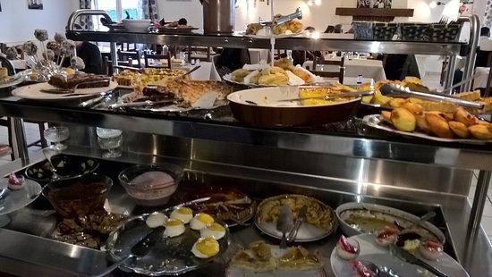 La Roche de Glun, France: buffet desserts
