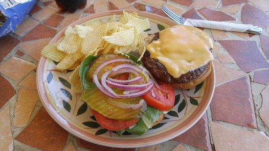 Mangiamo Market & Delicatessen: Burger!