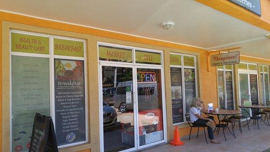Mangiamo Market & Delicatessen: Entrance