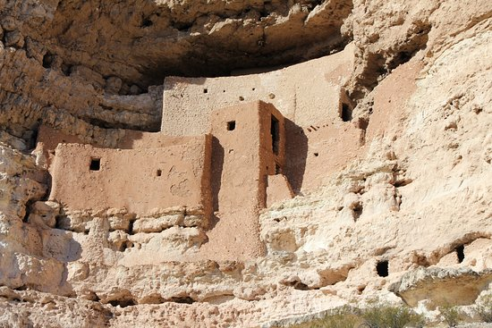 Montezuma Castle National Monument: Cliff dwellings