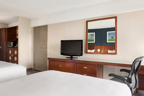 DoubleTree DFW Airport North: Two Double Beds