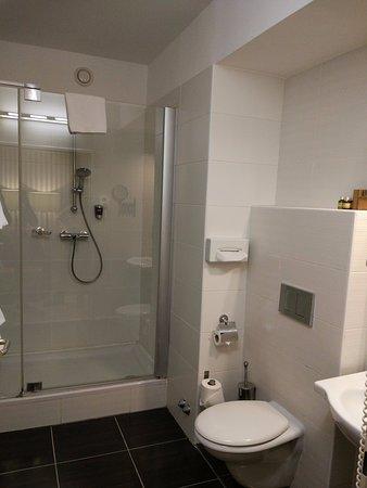 Ambra Hotel: Baño de la habitación 406