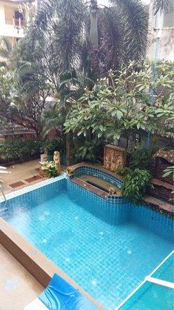 Seven Seas Hotel : La piscina