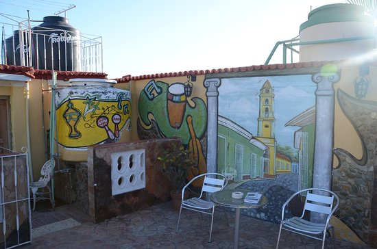 Hostal Dr. Suarez y Sra. Addys: The top roof terrace, meals on the one below.