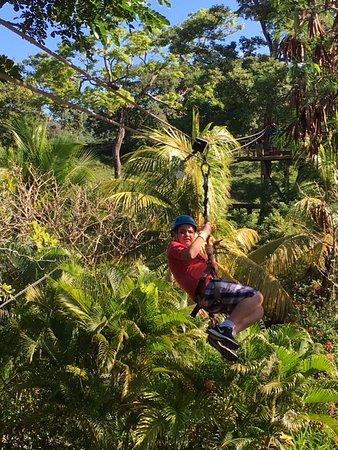 Sandy Bay, ฮอนดูรัส: My 13 yr old son ziplingin