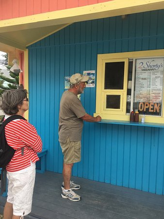 Green Turtle Cay: Waiting in line and waiting for our order