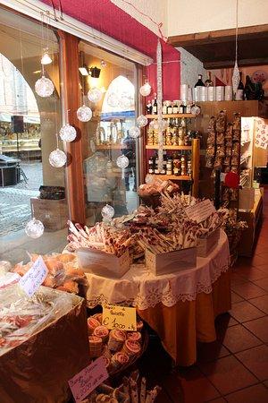 Carru, Italie: Salami, salami e ancora salami!