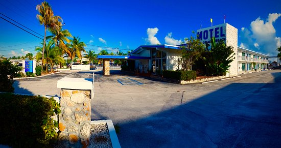 Key Colony Beach Motel: Front and Side