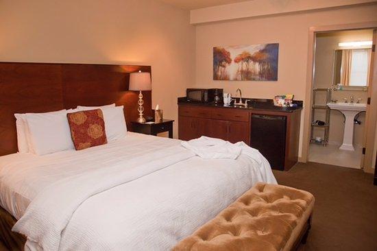 V Boutique Hotel: King Suite