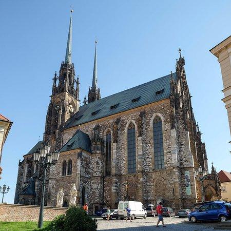 Brno, Çek Cumhuriyeti: 全景。外観は簡素なゴシック様式。