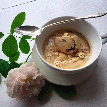 Eastsound, Ουάσιγκτον: Latte chip Affogato (shot of espresso over latte chip ice cream). Do die for!
