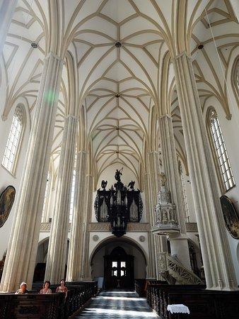 St. Jacob's Church : 入口付近。2階にオルガン。鐘塔に登る時にオルガンも見られます。