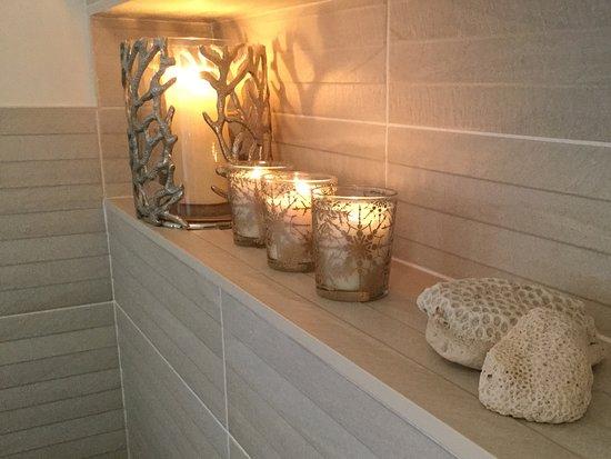 Wirral, UK: Private external bathroom