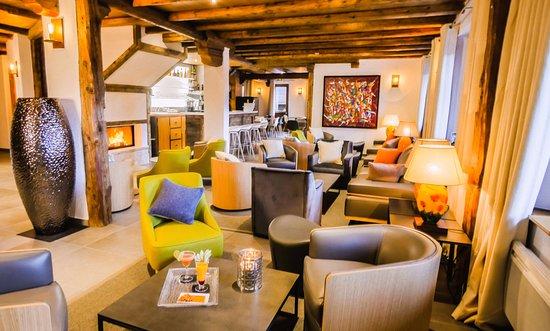 Hotel-Residence Le Merilys: Salon principal avec bar et cheminée