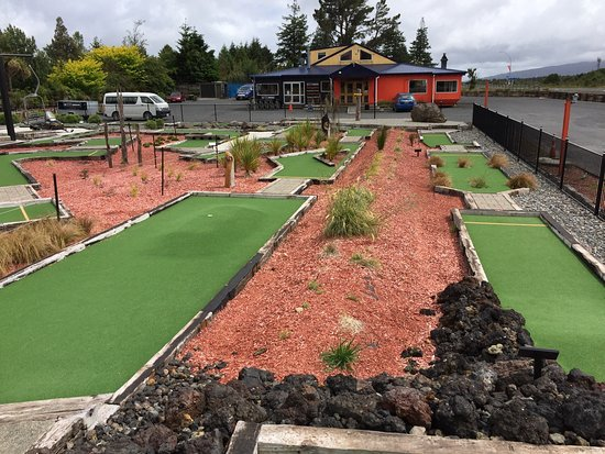 National Park Village, New Zealand: Schnapps Mini Golf