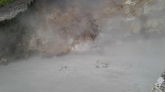 Tomohon, Indonezja: Kokende modderpoel