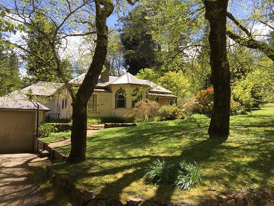 Macedon, Australia: Gatehouse at Duniera