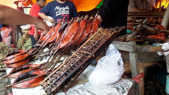 Tomohon, Indonezja: opgebonden visjes