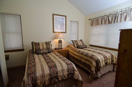 Wedgewood Lodge: Two Bedroom Condo With Two Twin Beds In Bedroom.