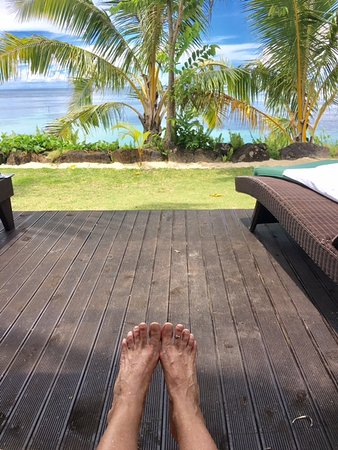 Le Lagoto Resort & Spa: vacation toes on deck of fale