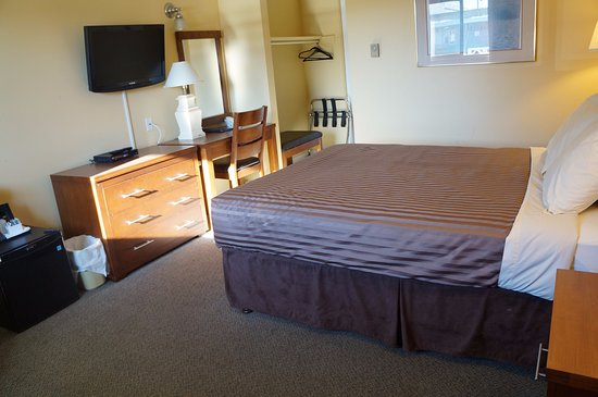 Westward Inn & Suites : Clean Bright Room