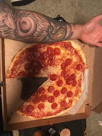 Hixson, TN: This is a medium pepperoni pizza and it's huge!! Even better than that it taste amazing do yours