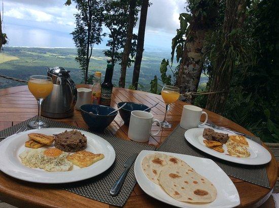 Playa Matapalo, Коста-Рика: Desayuno con vista al mar...