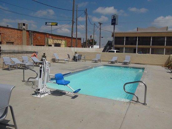Dalhart, TX: Pool Area