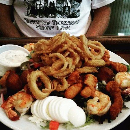 Lebanon, Nueva Jersey: Seafood and salad...The everything salad!