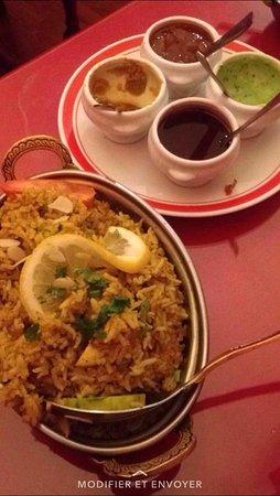 Fougeres, France: le riz aux épices indiennes et poulet