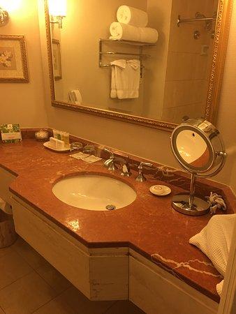 Sutton Place Hotel Vancouver: クラシックな格式あるホテル