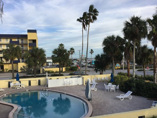 Days Inn By Wyndham Cocoa Beach Port Canaveral Photo