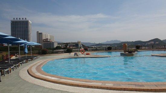 Sanya Pearl River Garden Hotel : Бассейн на террасе 3 этажа
