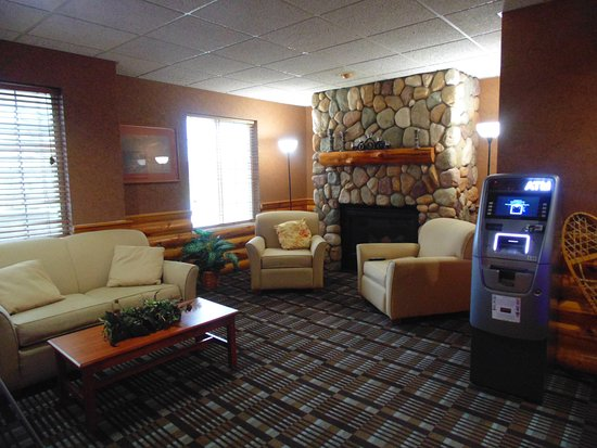 Houghton Lake, MI: Lobby Sitting Area
