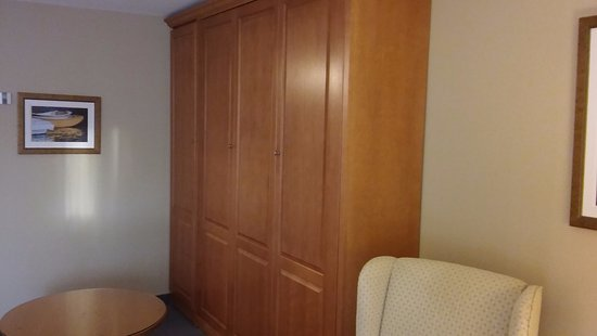 Hotel & Spa Etoile-sur-le-Lac: Closed Murphy Bed