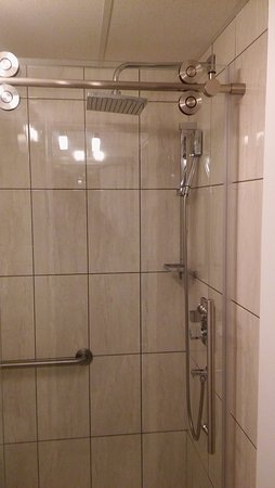 Hotel & Spa Etoile-sur-le-Lac: Glass Shower