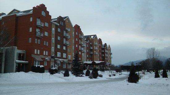 Hotel & Spa Etoile-sur-le-Lac: Front Exterior Main building