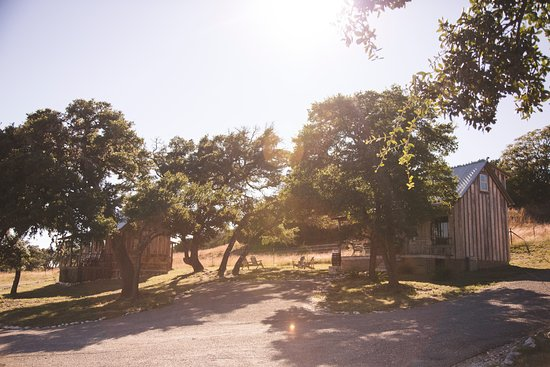 Tonkawaya Ranch B&B: Our two larger cabins, the Little White House (right) and Wrangler Cabin (left