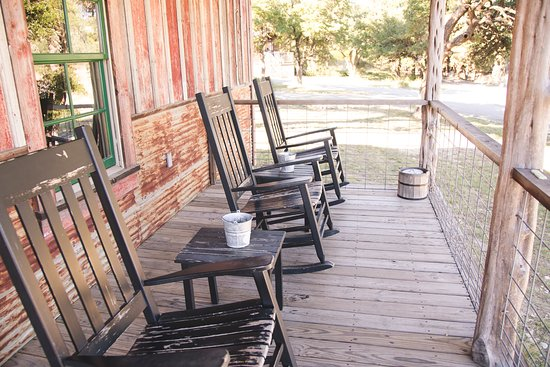 Cabins at Red Rock: Porch of Wrangler Cabin