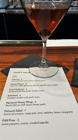 Albany, Californie : Walnut Bitters Manhattan & Happy Hour Menu