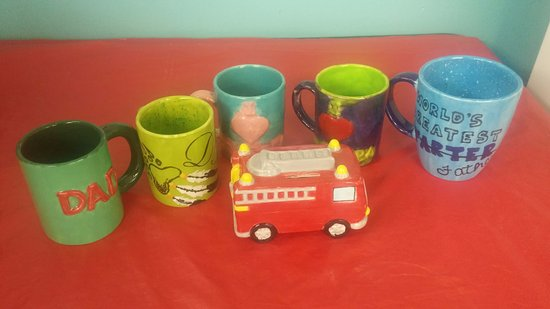 Brandon, Canada : Join us for a Fun time painting pottery no experience necessary