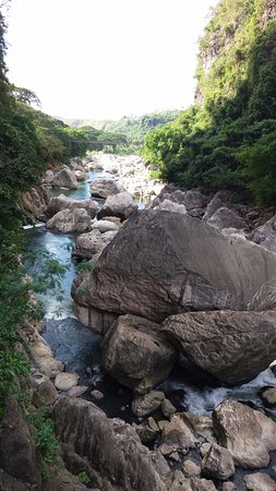 Calabarzon Region, Filipinas: More Boulders