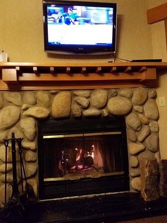 Hidden Ridge Resort: Watching the Jays game!