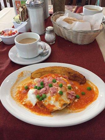 La Parroquia: Huevos Motulenos for breakfast