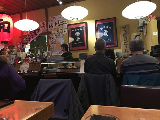 Cotati, Kalifornien: Small place with tables and bar seating