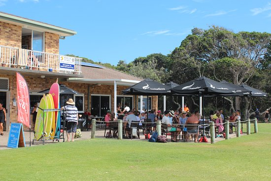 Sawtell, Australia: The cafe is right in front of the surf club building