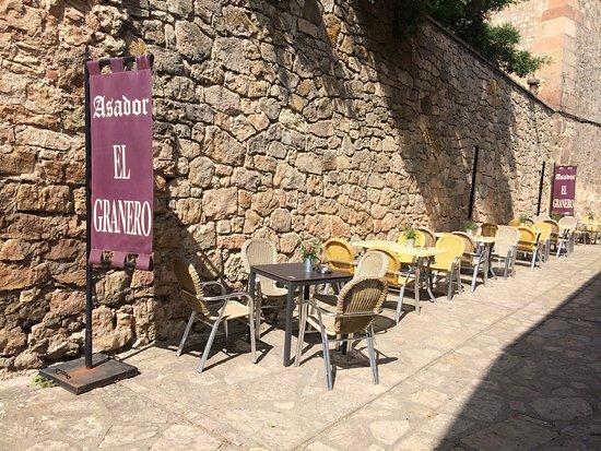 Medinaceli, إسبانيا: Asador de la villa El Granero