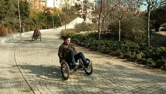 Comunidad de Madrid, España: Madrid Rio perfectly integrates parks with urban infrastructure