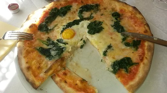 Ristorante pizzeria Erica: SPINACI E UOVO... OTTIMA