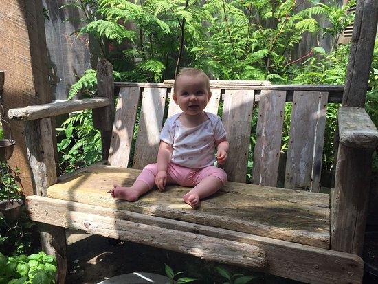 Anglesea, Australia: Love the garden bench